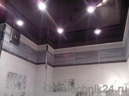натяжной потоло в ванной