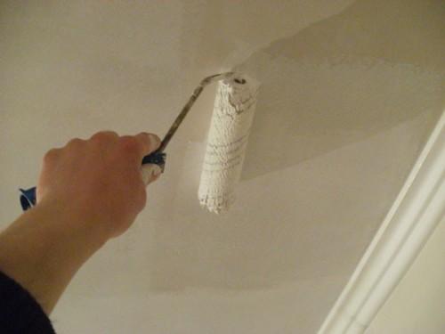 покраска-потолка