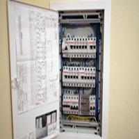 установка электрощитка квартирного