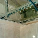 Монтаж реечного потолка в ванной комнате, начало работ