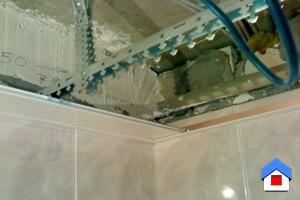 монтаж реечного потолка в ванной