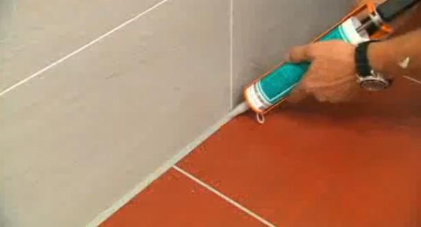 откуда как затереть шов между ванной и стеной карта