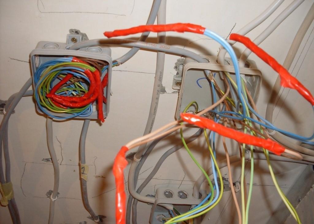 Соединение проводов скруткой, пайкой, на резьбе, заклепкой 24