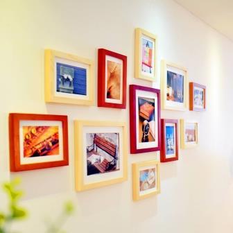повесить картину на стену