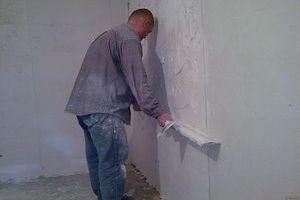 выровнять стены штукатуркой