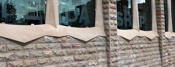 Облицовка фасада загородного