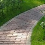 Какие материалы используют для мощения дорожек и тротуаров