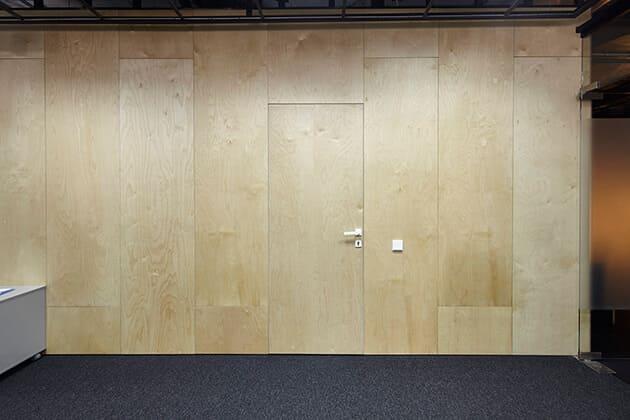 пример скрытой двери