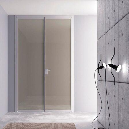 Двери из стекла и алюминия