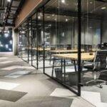 Почему стеклянные перегородки для офиса помогают компании